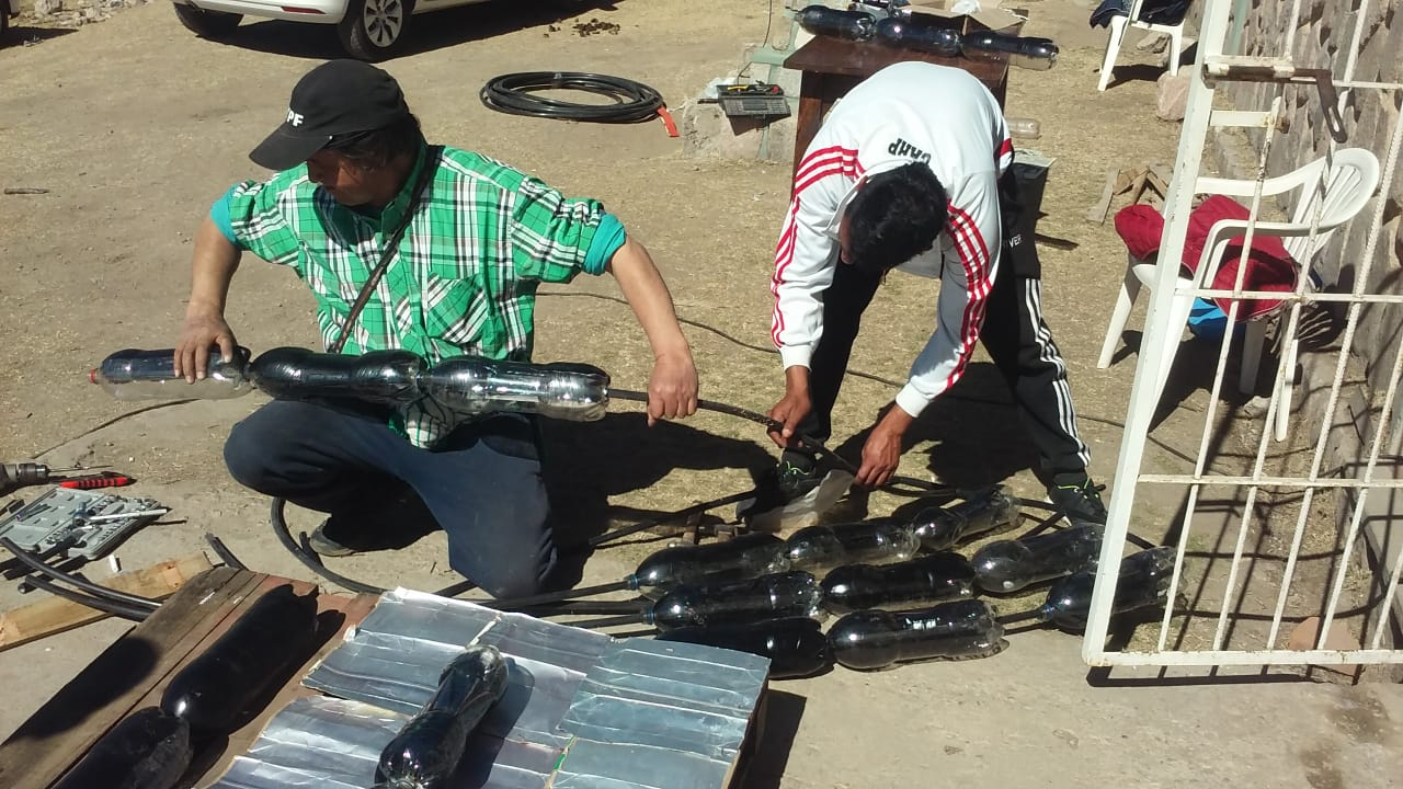 Calefones Solares con elementos Reciclados, da empleabilidad en El Mollar